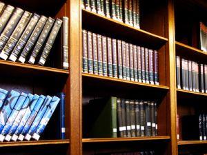 Allen digitalen Medien zum Trotz sind Bibliotheken nach wie vor Wissensspreicher für die wissenschaftliche Arbeit. Phot: Rainer Sturm_pixelio.de