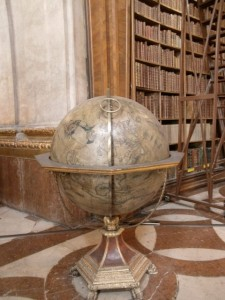 Die eine Hälfte eines Globuspaares - es gab nämlich imme reinen Erd- udn einen Himmelsgobus! Foto: Maria Meurer.