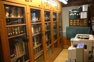 Alte Bücherregale haben so hren Charme, nicht wahr? Diese hier stehen in Mystic in Connecticut