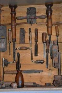 Werkzeug alt sortiert HolzbearbeitungRecherchestrategie