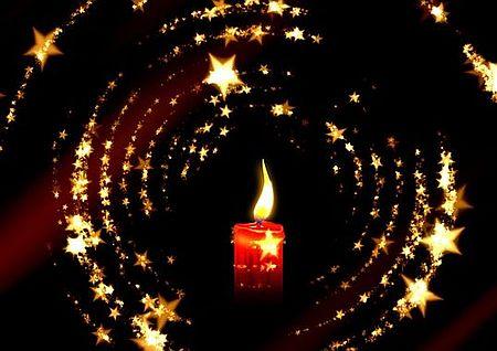 Kerze im Dunkeln Weihnachte